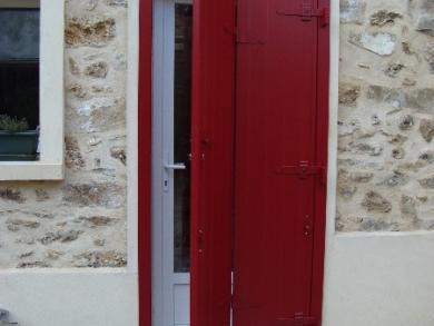 Volets battants Aluminium Rouge avec serurre pour la porte d'entrée