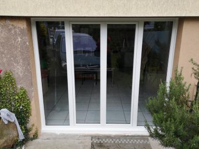 Porte fenêtre PVC en remplacement d'une porte de garage.