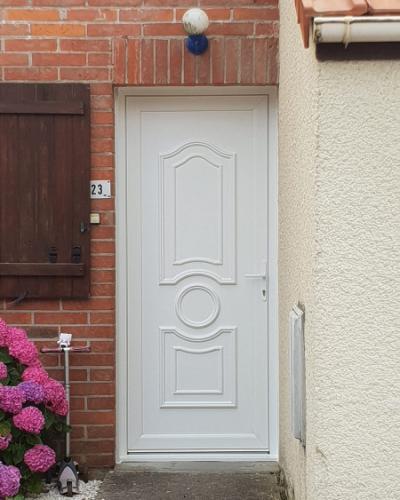 Porte d'entrée classique PVC Blanche panneau plein