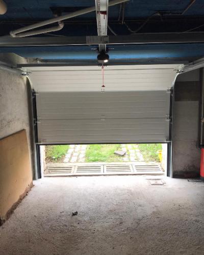 Porte de garage sectionnelle motorisé Blanche France Fermeture