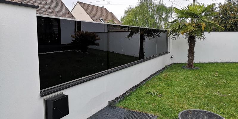 Clôture Noir Design et Modernité