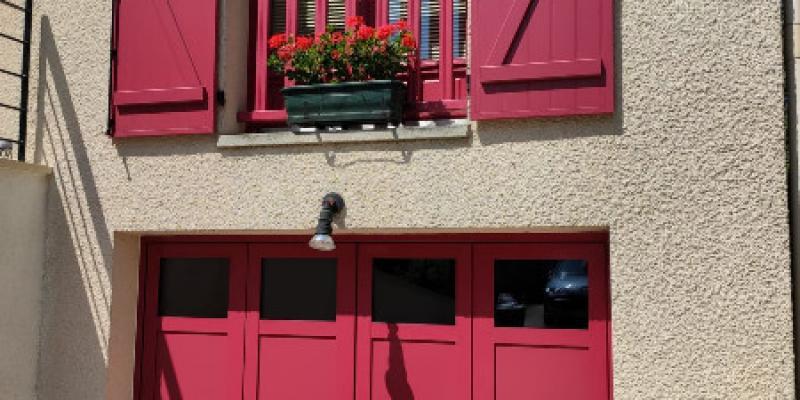 Porte de garage avec vitrage et Volets battants en aluminium